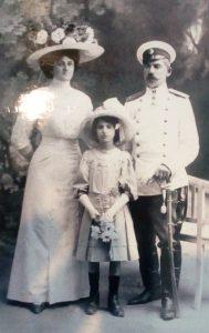 ген.-Павел-Христов-със-съпругата-и-дъщеря-си-Иванка