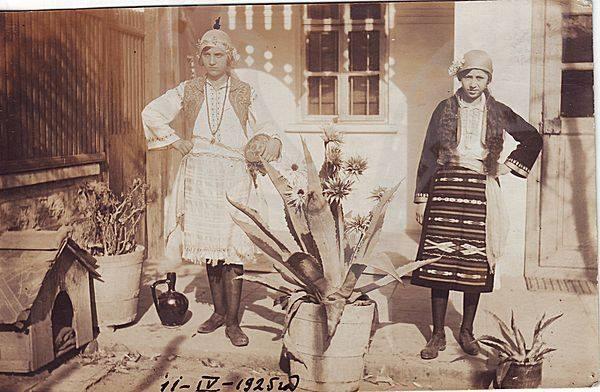1925г. - Етрополки в типични местни носии