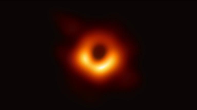 Това е първата снимка на хоризонта на събитията на черна дупка