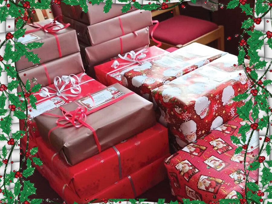 Коледни подаръци в Етрополе