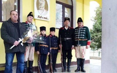 """Сдружение """"За Етрополе"""" и РК """"Традиция"""" почетоха годишнината от рождението на Христо Ботев"""