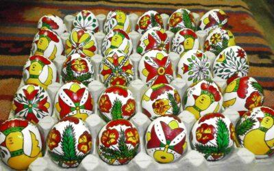 """Работилница за рисуване на традиционните етрополски """"плескани"""" яйца в Исторически музей – Етрополe"""